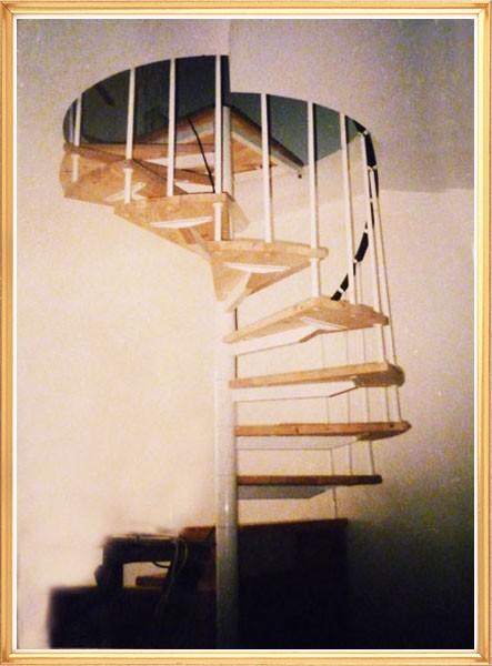 Винтовая лестница на металле