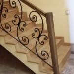 Бетонная лестница с кованными ограждениями №1