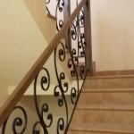 Бетонная лестница с кованными ограждениями №3